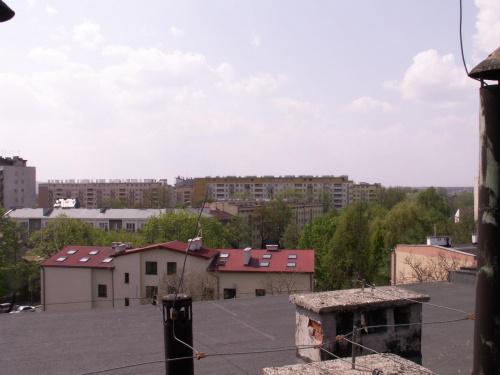 Widok dachu przy ul. Wrocławskiej, Kraków 2006 #dach #wrocławska #zakrzówek #kraków #widok #blok